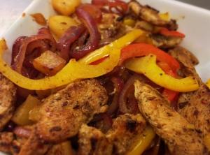 Jamaicansk kyckling med ananas och paprika